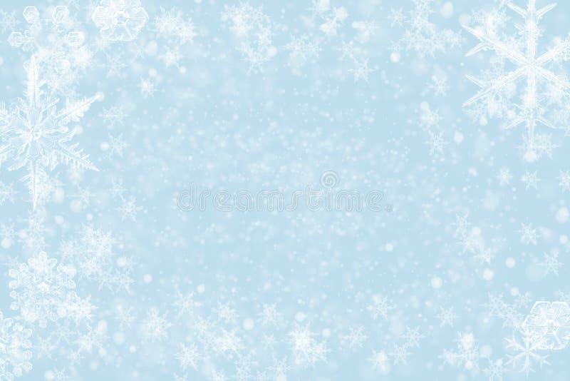 Fundo abstrato do Natal - brilho e flocos de neve imagens de stock