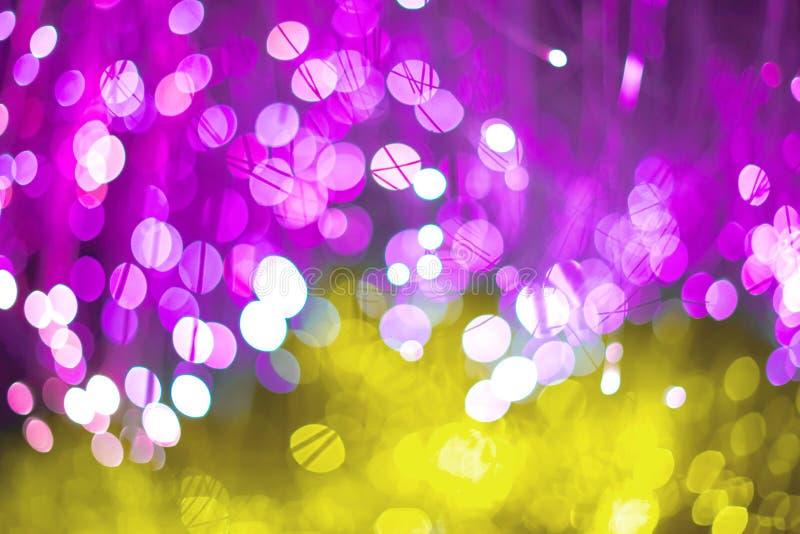 Fundo abstrato elegante do Natal festivo com luzes e as estrelas roxas e de néon do bokeh ilustração stock