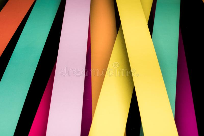 Fundo abstrato listrado colorido, listras vari?veis da largura imagens de stock