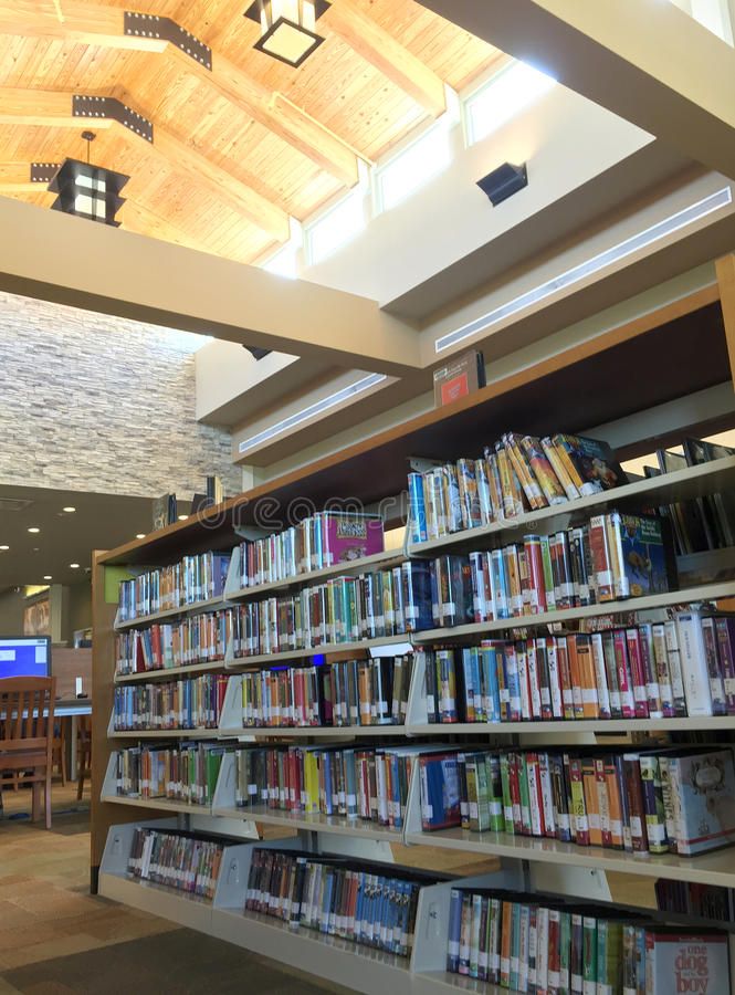 Fundo agradável da biblioteca pública imagem de stock royalty free