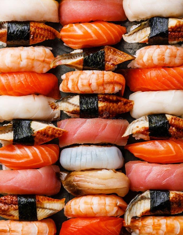 Fundo ajustado do sushi de Nigiri imagens de stock royalty free