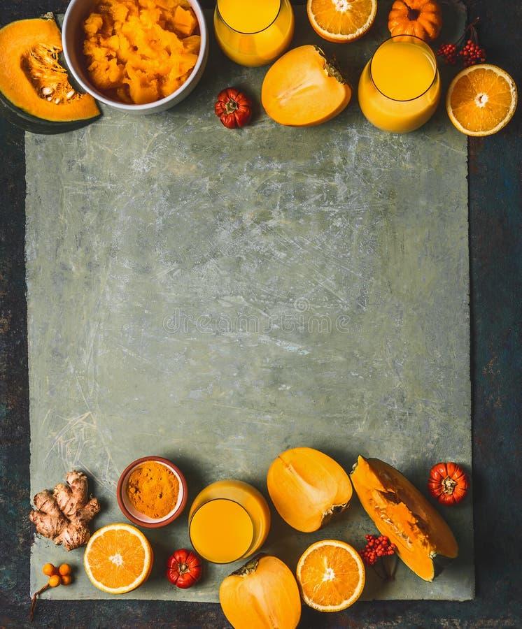 Fundo alaranjado dos ingredientes do batido da cor para a estação fria: abóbora, frutos alaranjados dos frutos, do gengibre, da c imagem de stock