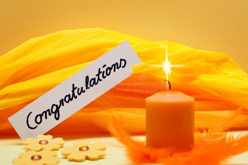 Fundo amarelo com felicitações do protetor fotografia de stock