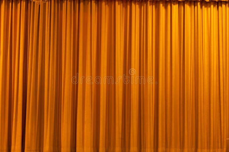 Fundo amarelo da cortina imagem de stock