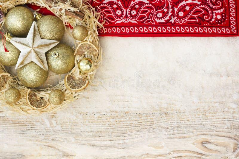 Fundo americano do Natal com grinalda do Natal e inverno h fotos de stock royalty free