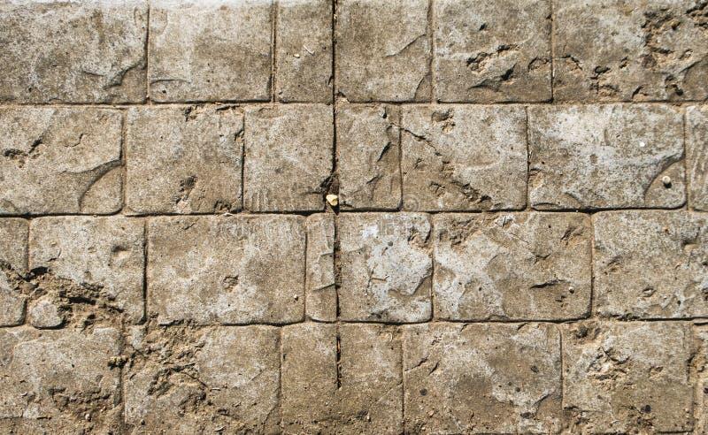 Fundo antigo da textura da arquitetura da luz de pedra velha do sol do verão da parede da estrada da rocha do tijolo imagens de stock royalty free