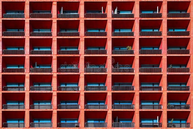 Fundo arquitetónico geométrico da cor coral Parte de uma construção em Cidade do México fotografia de stock