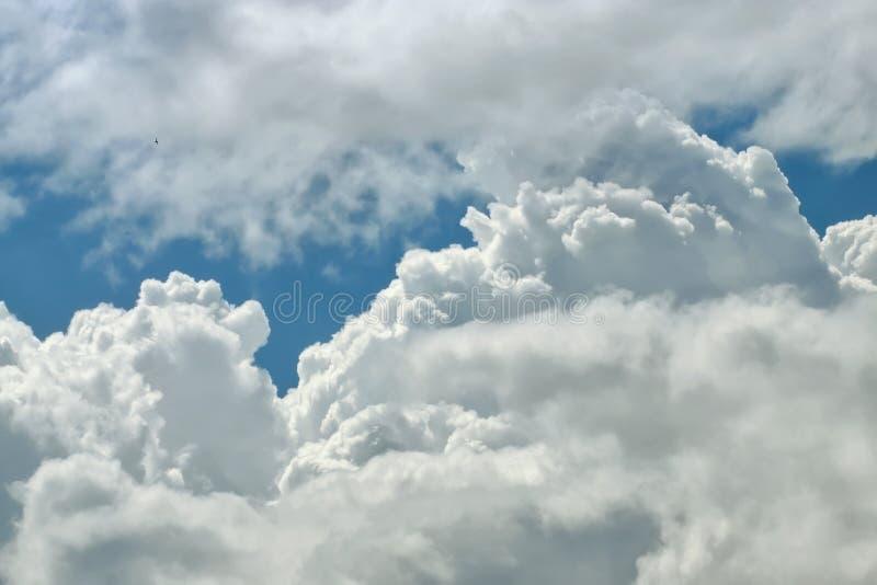 Fundo ascendente próximo da nuvem imagens de stock royalty free