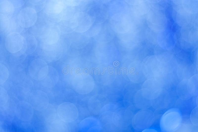 Fundo azul abstrato do bokeh Luzes do círculo do ouropel borrado imagens de stock