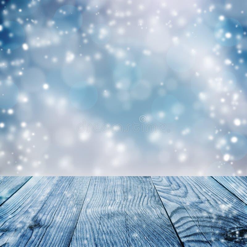 Fundo azul do Natal snowfall Pranchas de madeira fotos de stock