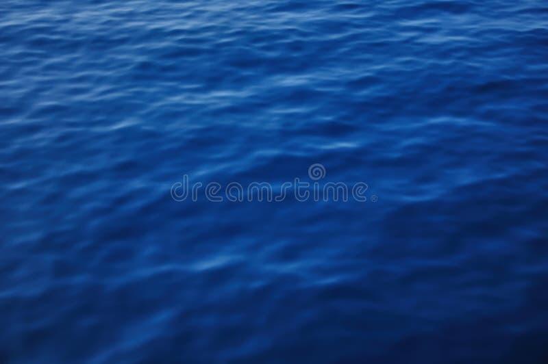 Fundo azul profundo da água do mar fotos de stock