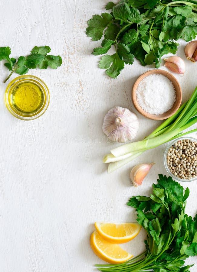 Fundo básico dos ingredientes de Chimichurri imagens de stock