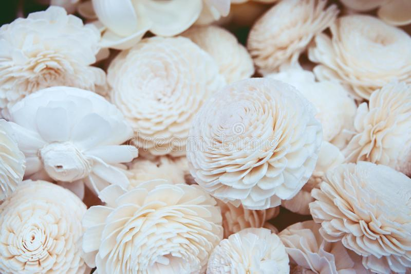 Fundo bonito de flores artificiais perto acima imagens de stock