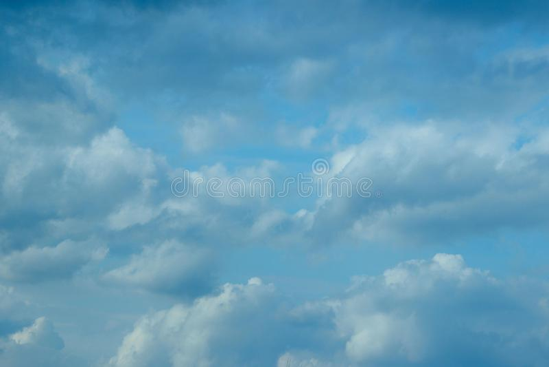 Fundo bonito do céu O céu dramático, copia o espaço para o texto fotografia de stock