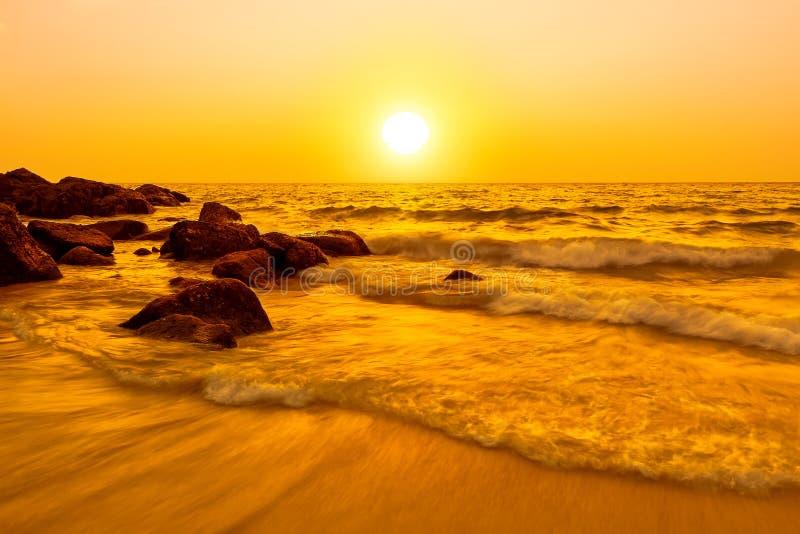 Fundo bonito do por do sol do mar fotografia de stock