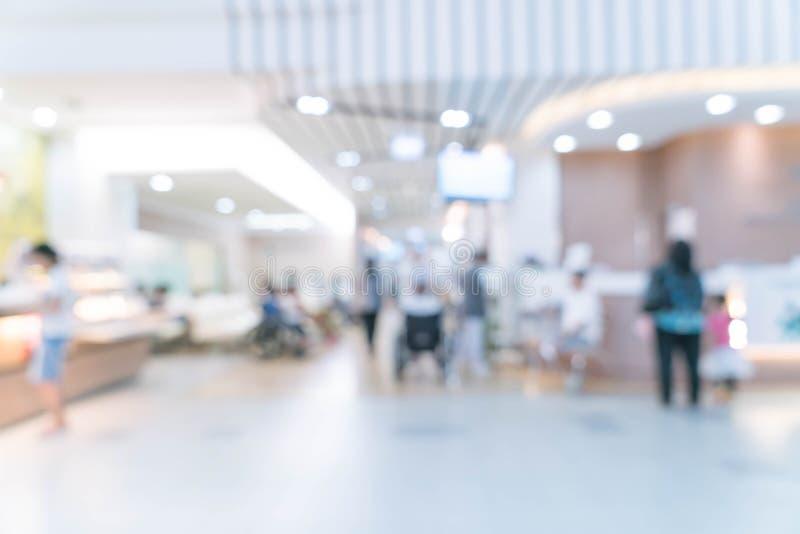 Fundo borrado: o paciente que espera vê o doutor imagens de stock royalty free