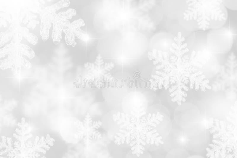 Fundo branco de prata dos flocos de neve ilustração stock