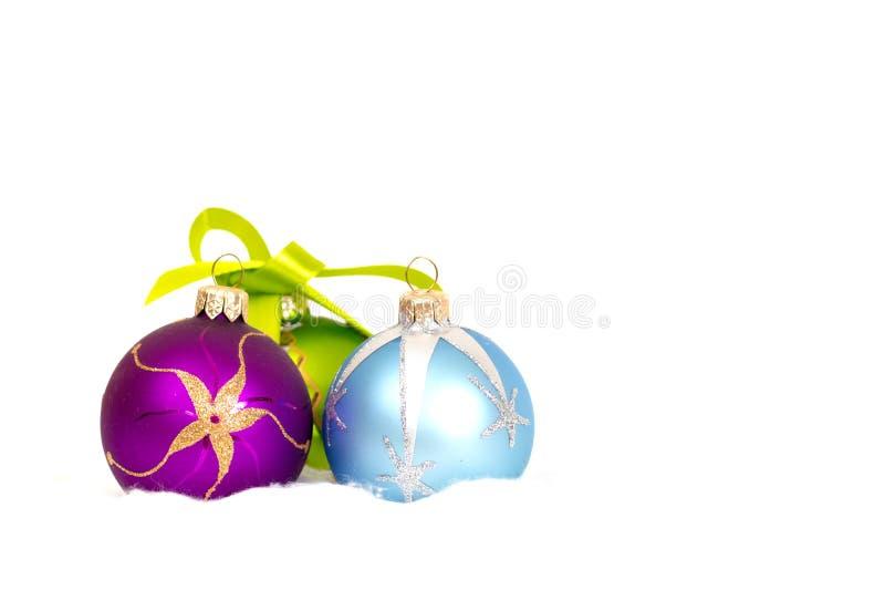 Fundo branco do ano novo com bolas imagens de stock
