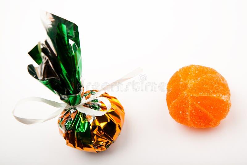 Fundo branco do doce de fruta do mandarino fotografia de stock royalty free