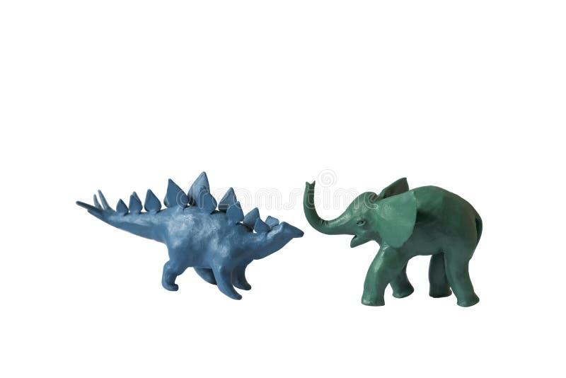 Fundo branco isolado dinossauro do elefante da massa de modelar imagem de stock