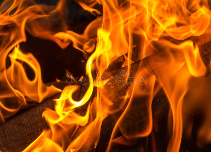 Fundo brilhante da chama alaranjada combustível ardente para a placa do fogo foto de stock
