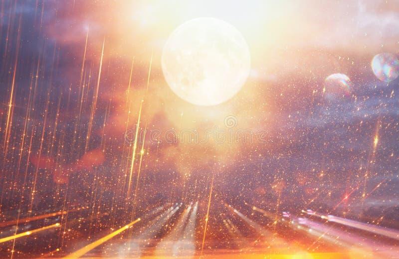 Fundo brilhante da galáxia ou da fantasia Abstraia o estouro da luz conceito mágico e do mistério imagens de stock