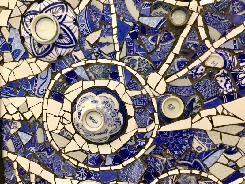 Fundo cerâmica azul e branca Colagem do mosaico foto de stock