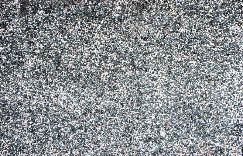 Fundo cinzento homogêneo com as pedras pretas pequenas imagens de stock