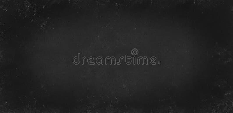 Fundo cinzento preto da textura do monochrome do quadro-negro da escola Vignetted envelheceu o fundo da textura Fundo em branco imagem de stock