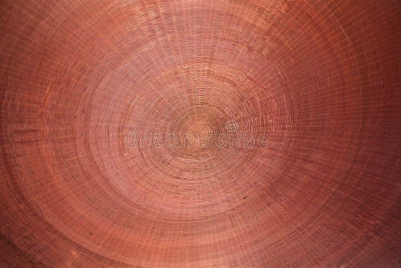Fundo circular de vime de madeira vermelho da textura imagens de stock