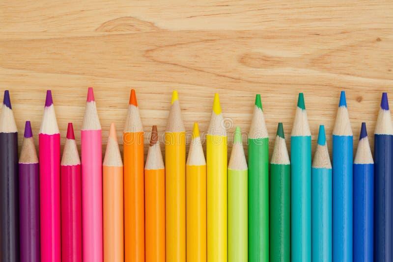 Fundo colorido da educação do pastel do lápis fotos de stock royalty free