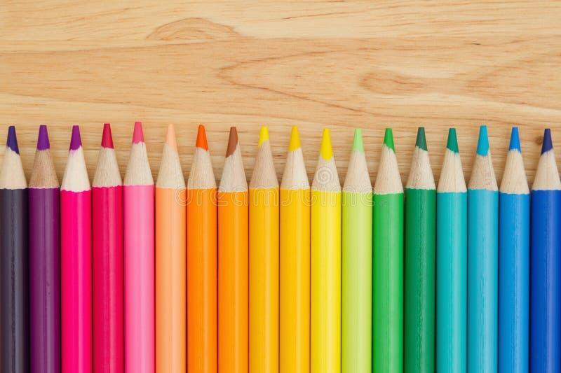 Fundo colorido da educação do pastel do lápis imagem de stock
