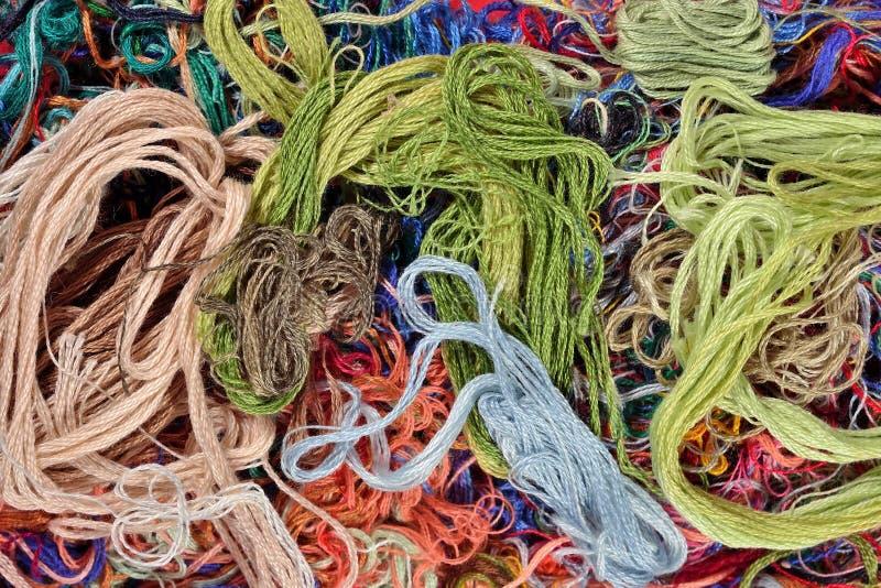Fundo colorido de floss do bordado imagens de stock