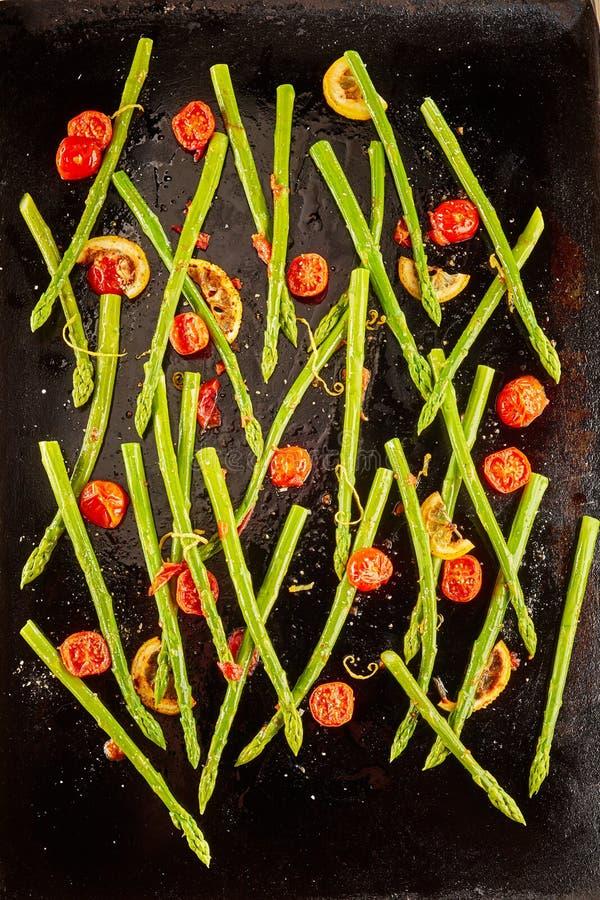 Fundo colorido do aspargo verde fresco fotografia de stock