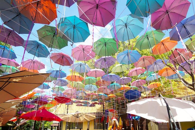 Fundo colorido dos guarda-chuvas imagem de stock royalty free