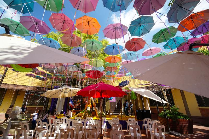 Fundo colorido dos guarda-chuvas imagem de stock