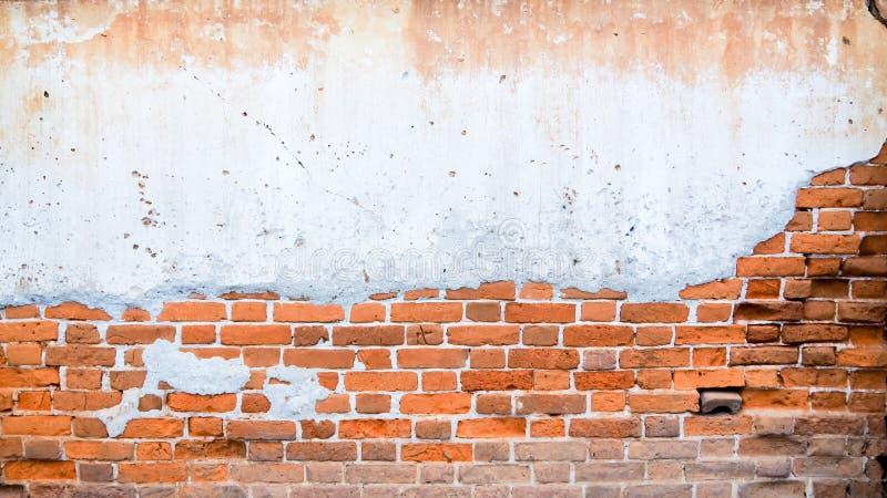 Fundo com as paredes de tijolo velhas imagens de stock royalty free