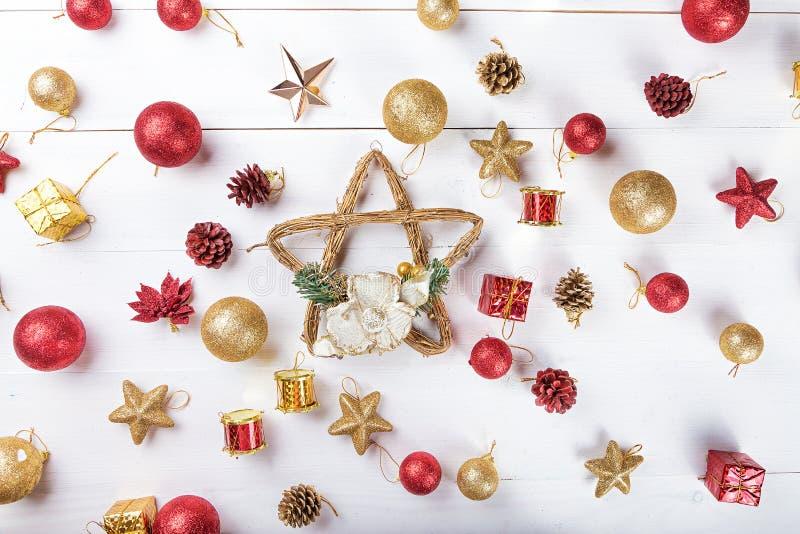 Fundo com os brinquedos para o cartão de Natal fotografia de stock