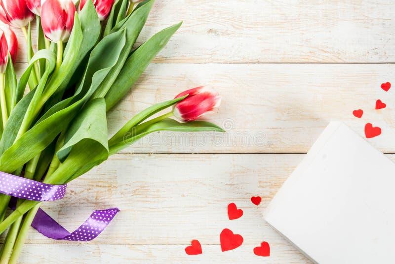 Fundo com Tulip Flowers imagens de stock royalty free