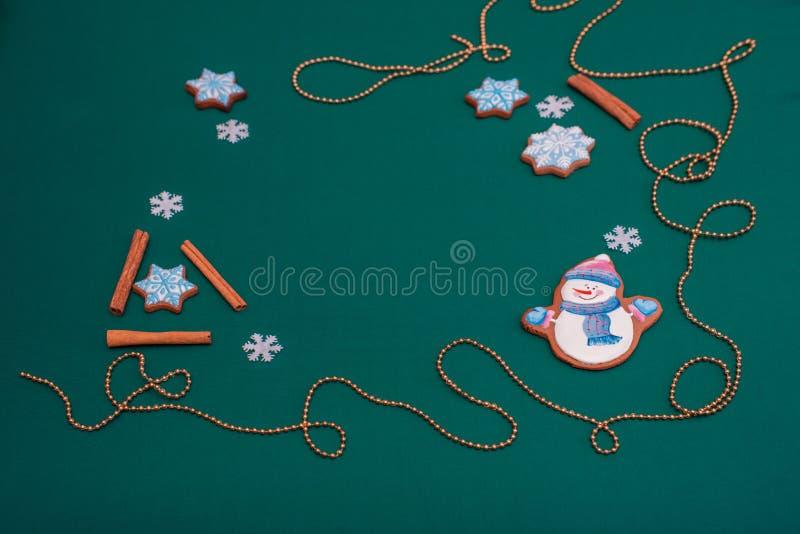 Fundo conceptual do ano novo com os bonecos de neve para cumprimentos do Natal imagem de stock royalty free