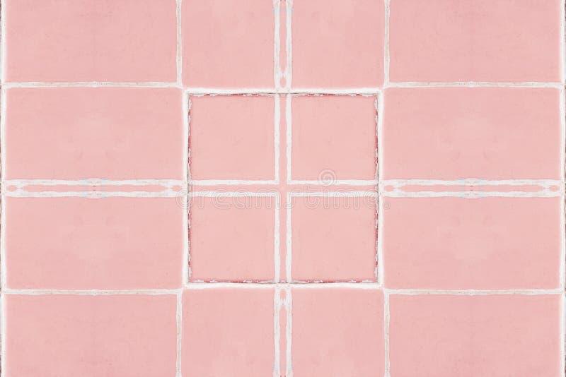 Fundo cor-de-rosa cerâmico Elementos brancos decorativos do cubo fotografia de stock royalty free