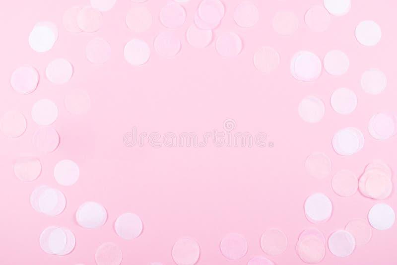 Fundo cor-de-rosa com confetes ilustração royalty free