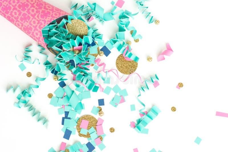 Fundo cor-de-rosa da celebração dos confetes do azul e do ouro imagens de stock