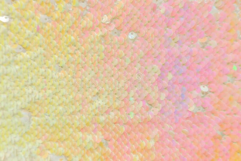 Fundo cor-de-rosa dourado luxuoso Escalas abstratas da textura com lantejoulas do ouro Fundo do encanto com lantejoulas brilhante imagens de stock