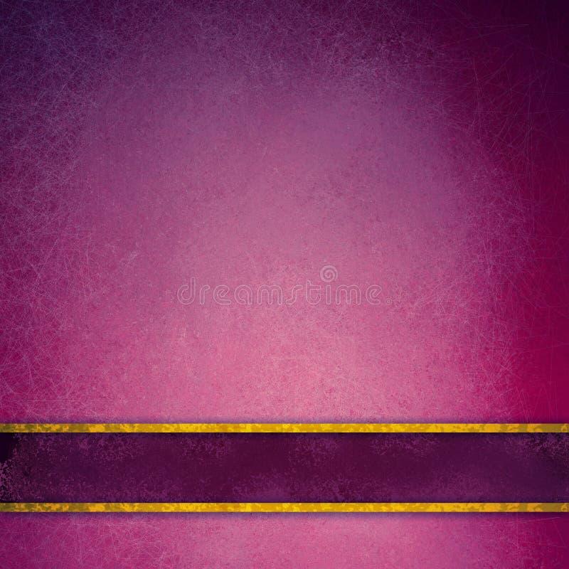 Fundo cor-de-rosa e roxo com as listras elegantes do ouro na etiqueta vazia fotografia de stock