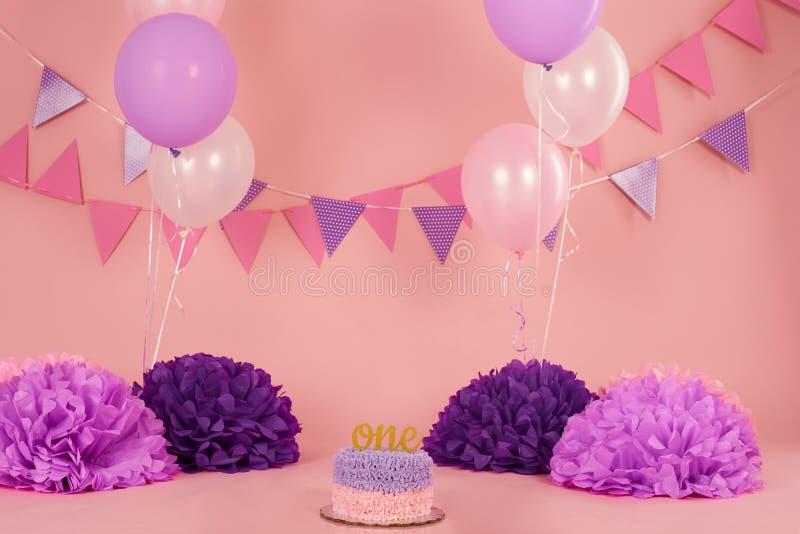 Fundo cor-de-rosa e roxo do aniversário fotos de stock