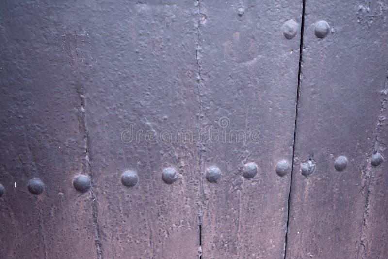 Fundo corroído oxidado da textura da porta do metal fotografia de stock