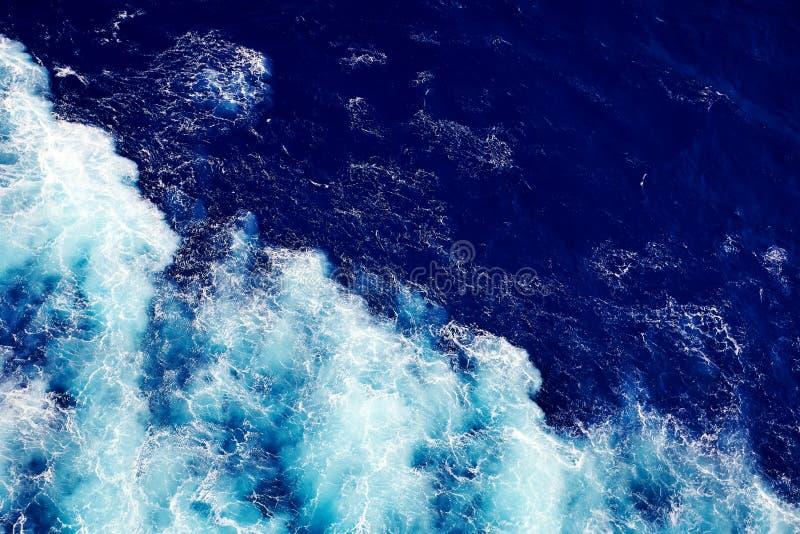 Fundo da água do oceano da onda foto de stock