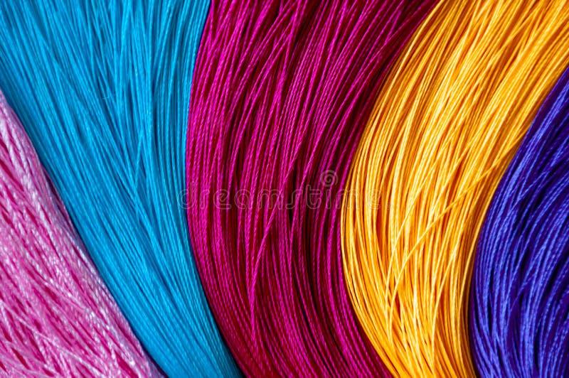 Fundo da cor e textura coloridos de borlas chinesas do nó fotos de stock royalty free