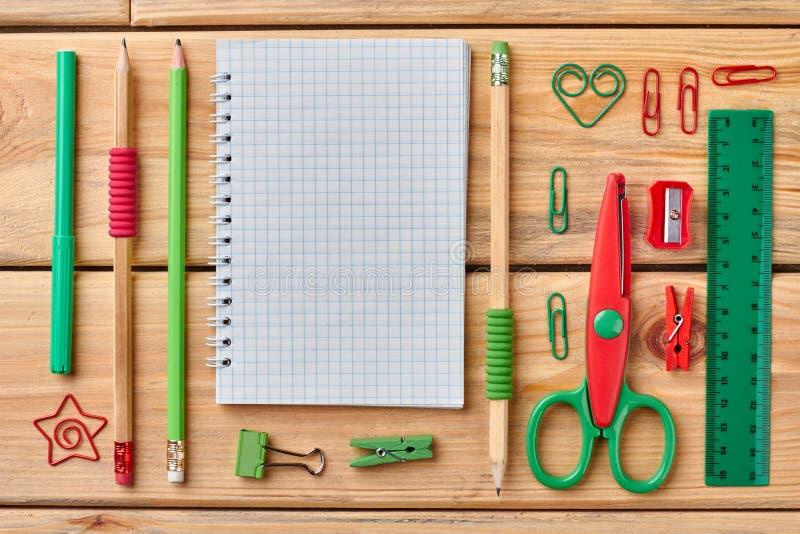 Fundo da escola ou dos materiais de escrit?rio imagens de stock